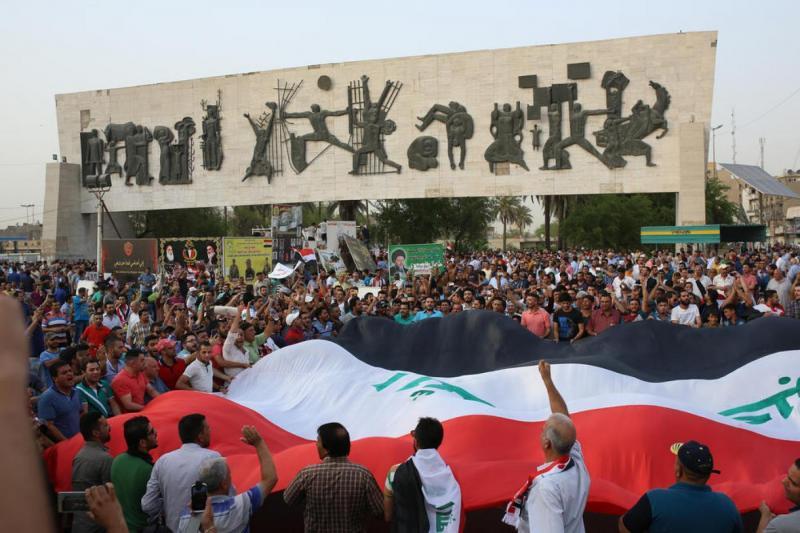 صورة للكاتب من ساحة التحرير في بغداد